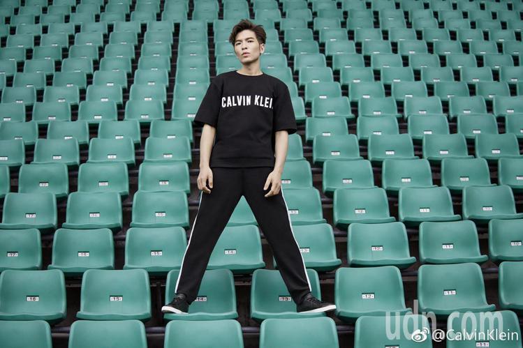 蕭敬騰成為台灣拍攝CALVIN KLEIN PERFORMANCE系列形象廣告的...