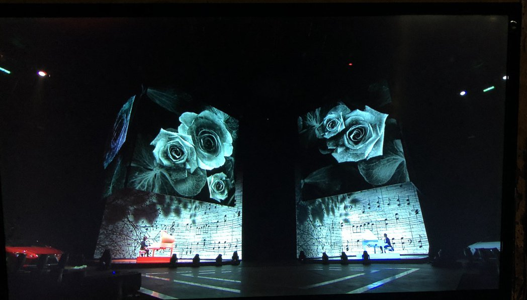 林隆璇和兒子林亭翰一起上紅白除夕特別節目。圖/青田文化提供