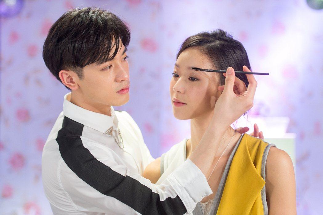 鍾瑶(左)與小樂吳思賢在「姊的時代」中很相配。圖/三立提供
