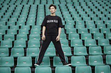 Calvin Klein Performance 15日正式宣佈金曲歌王蕭敬騰成為亞太區品牌全新代言人,這也是該品牌1968年創立以來,第一次在亞太區尋求代言人,據悉代言費逼近1千萬人民幣(約458...