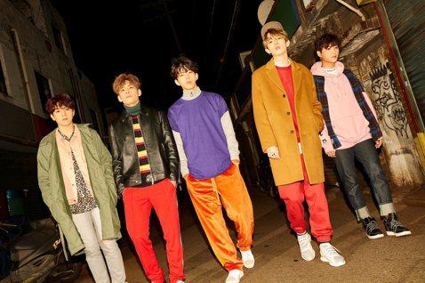 韓國人氣樂團DAY6在2017年推出「Every DAY6」 每月發行新曲企劃,展現創作與演出實力。他們集結一整年的足跡,發行第二張正規專輯「MOONRISE」,兩次來台演出都獲得極大迴響的DAY6...