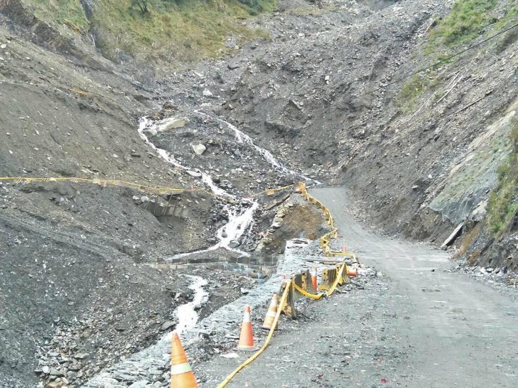 南橫公路136K武雄橋路段受損嚴重,公路局計畫重建橋梁。記者徐白櫻/翻攝