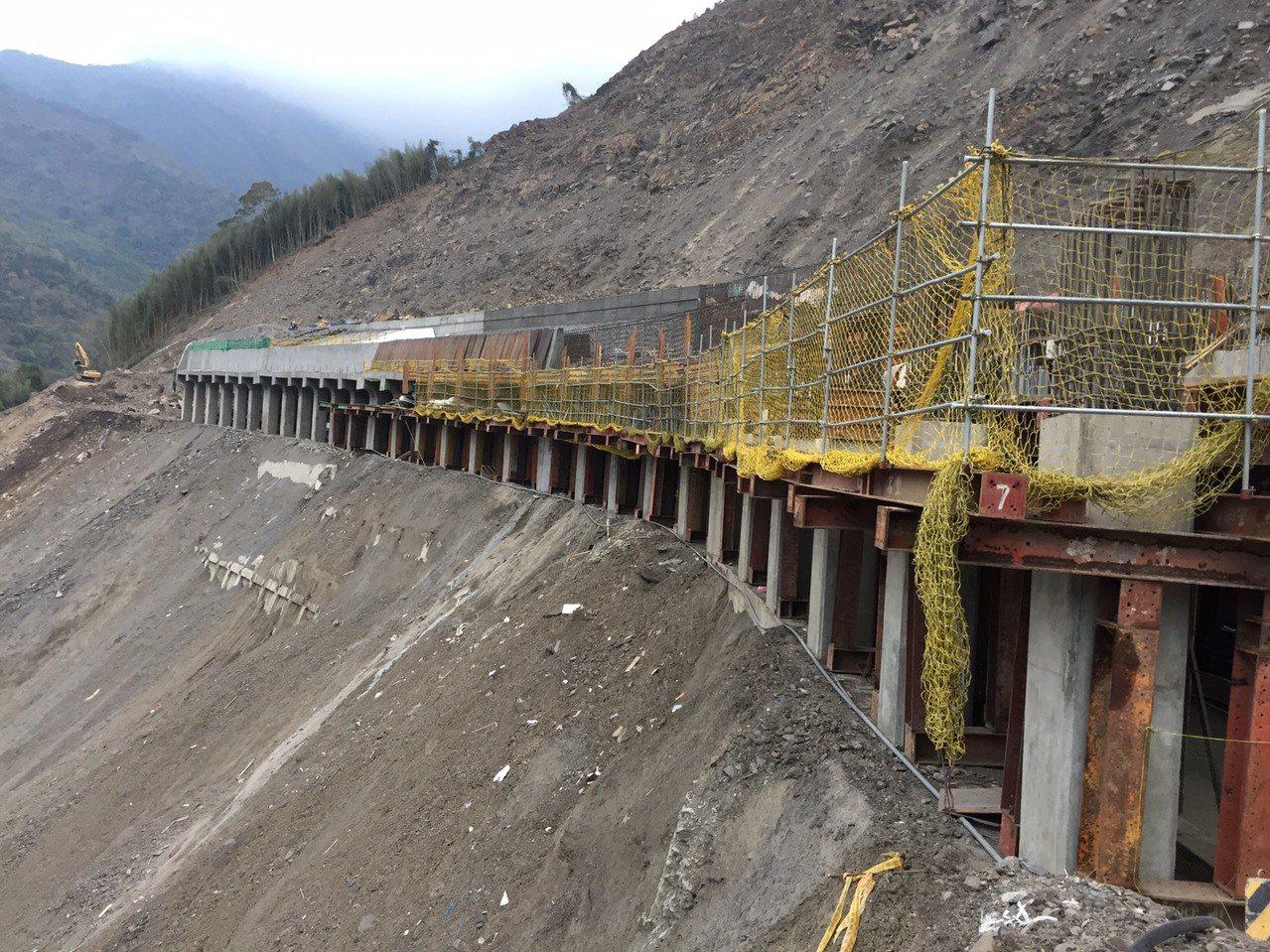 南橫公路110K梅山明隧道分三階段施工,隧道長度將從145公尺延伸至275公尺長...