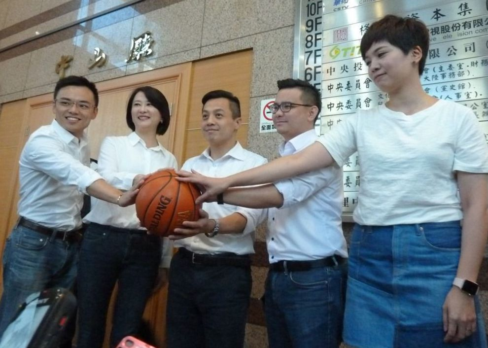 投入2018台北市議員選戰的鍾沛君(右一)和李明賢(中)。 本報資料照片
