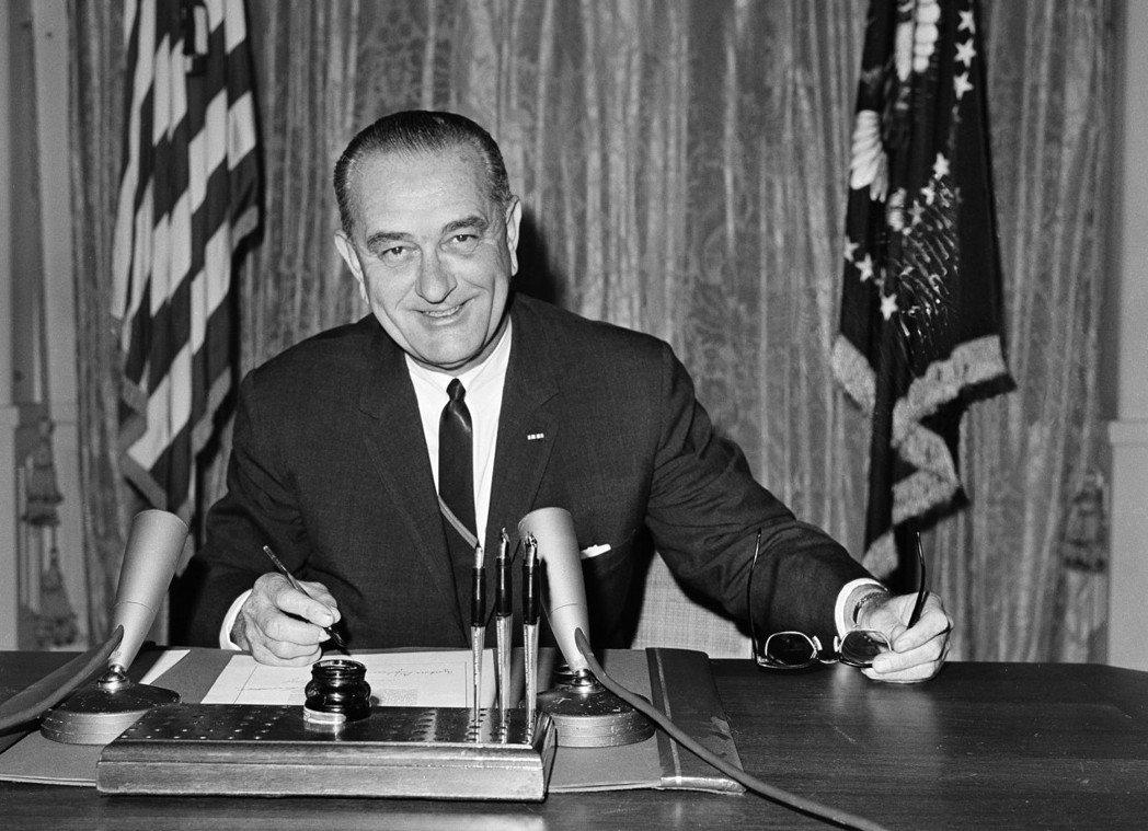美國前總統詹森是夜貓子,常在半夜打電話找人。 (美聯社)