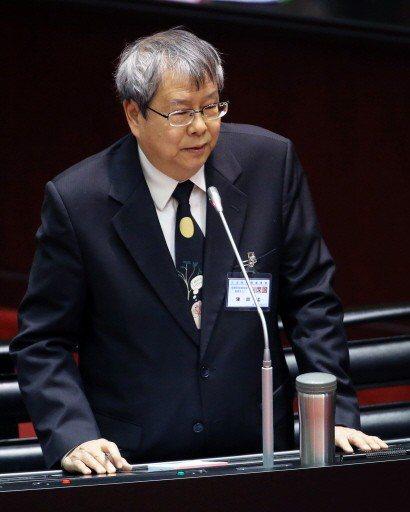 陳師孟表示自己會「三分打老虎七分打恐龍(恐龍法官)」,專辦過去對綠營總統、政務官...
