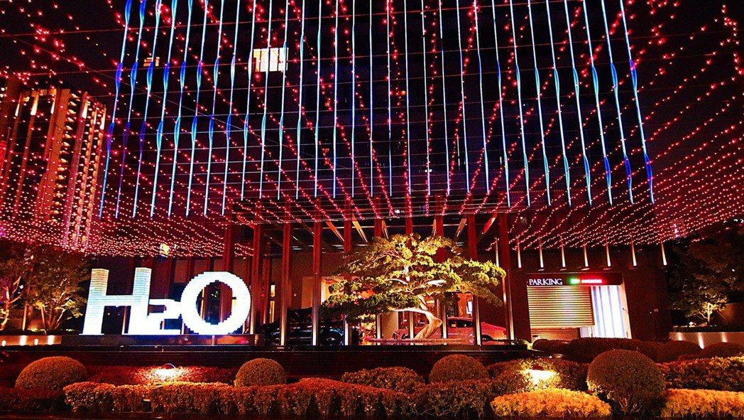 H2O水京棧國際酒店為過年佈置的喜年洋洋,年味十足。 攝影/張世雅