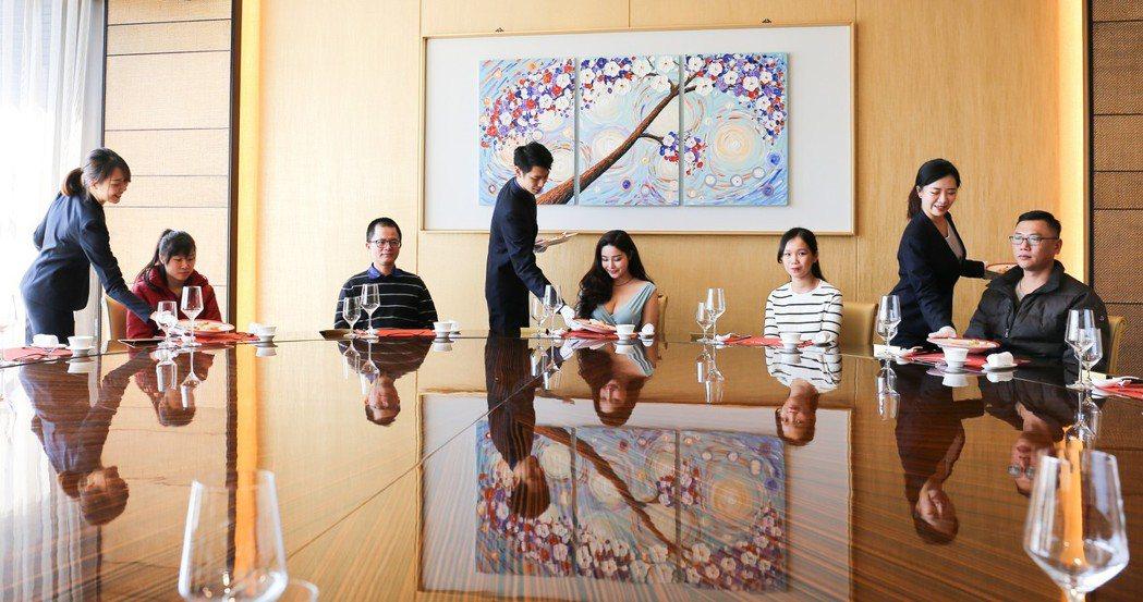 餐桌芭蕾是專業的上菜品質。 攝影/張世雅