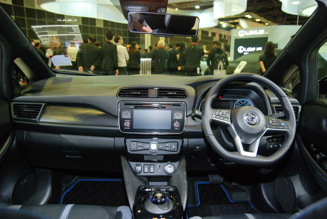 第二代 Leaf 配備相當先進,中控台採用7吋觸控螢幕,並具有 ProPilot 半自動駕駛系統、e-Pedal 油門踏板控制系統等。 記者林鼎智/攝影