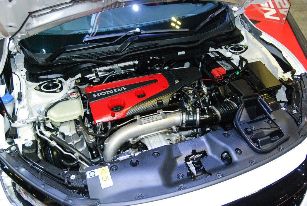 FK8 的 2.0L VTEC Turbo引擎,具備 320 匹的強悍輸出。 記者林鼎智/攝影