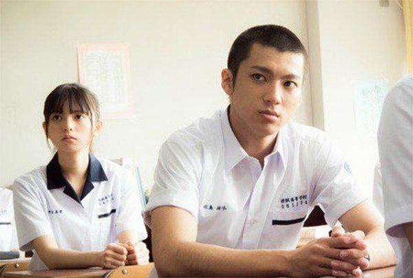 日版「那些年,我們一起追的女孩」由山田裕貴(右前)與齋藤飛鳥(左後)擔綱演出。 ...
