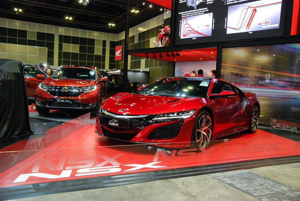 相較於台北車展的大方拍攝,新加坡車展中的 NSX 則是獨立展出。 記者林鼎智/攝...