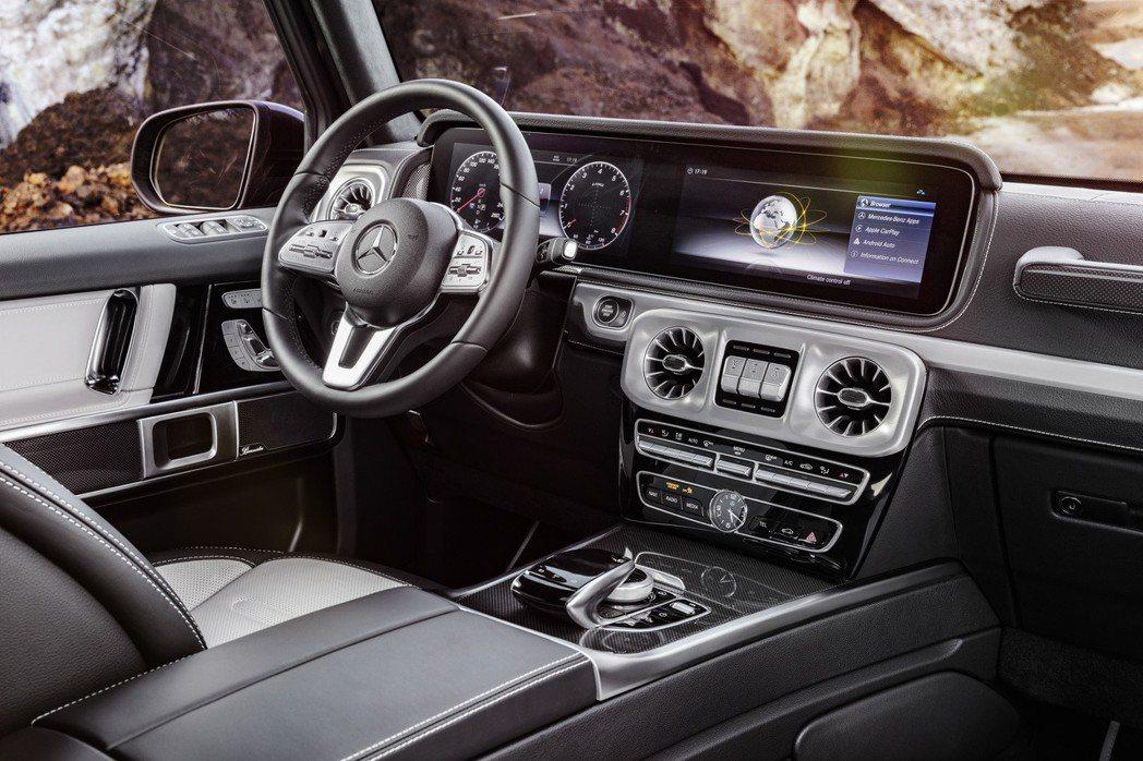 高階車型換上雙12.3吋高解析度全平面數位儀表。 圖/Mercedes-Benz提供