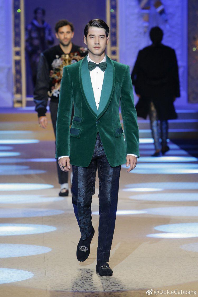 泰國男神馬力歐莫瑞再度為Dolce & Gabbana登上伸展台。圖/摘自微博