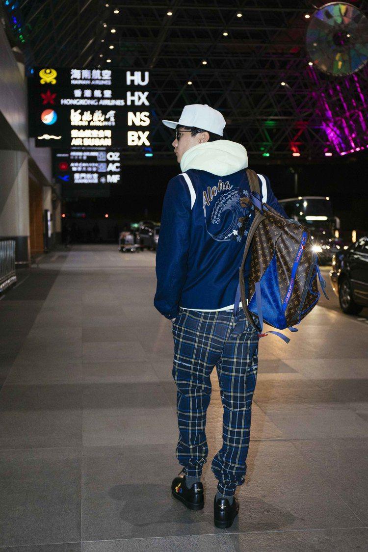 林俊傑大秀減齡青春機場時尚。圖/LV提供