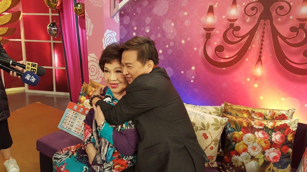 阿姑(左)和老公李朝永合體上節目。記者林怡秀/攝影
