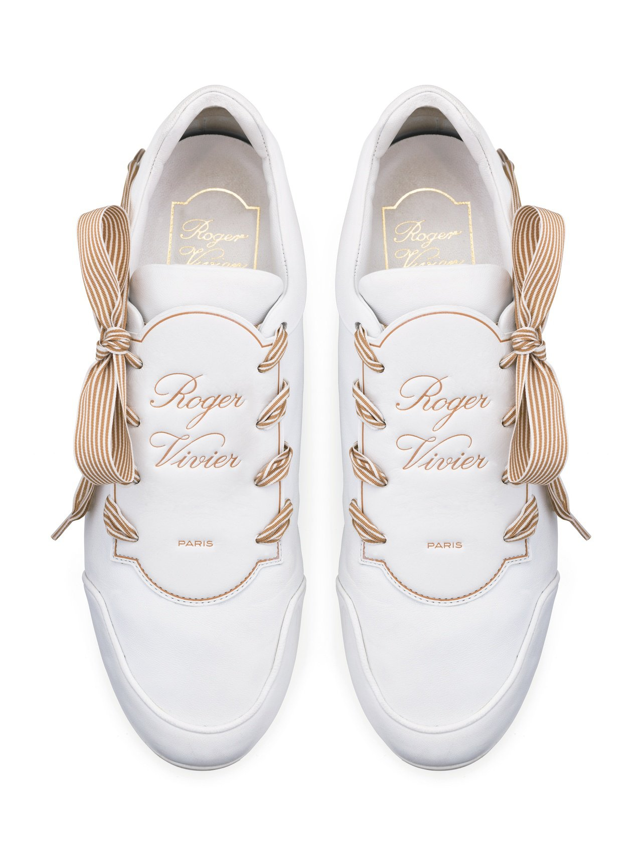 Roger Vivier LaBel Viv 休閒鞋,28,900元。圖/迪生提...