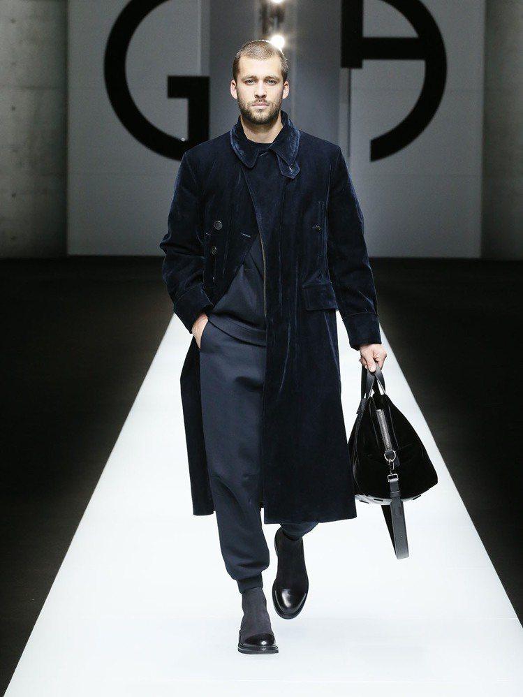 奢華卻不招搖的材質與色彩變換是本季重點。圖/Giorgio Armani提供