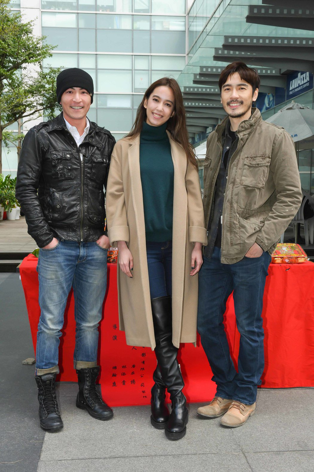 李至正(右起)、陳庭妮、趙駿亞主演「黯夜」。圖/緯來電影台提供