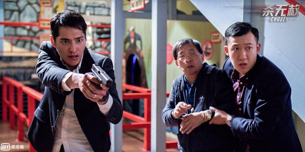 藍正龍(左)在「殺無赦」中有大量動作戲。圖/愛奇藝台灣站提供