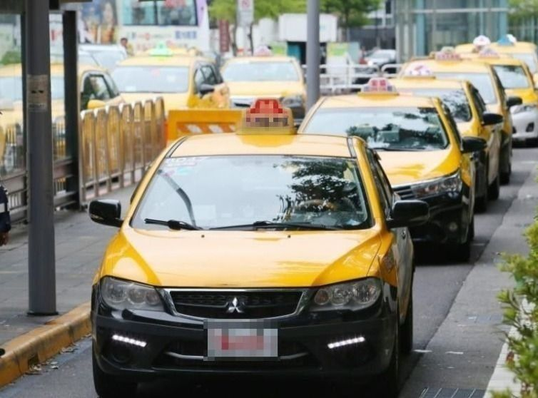 「路平盒子」計畫獲回響,包括計程車叫車平台「呼叫小黃」、公路總局,已媒合司機在車...