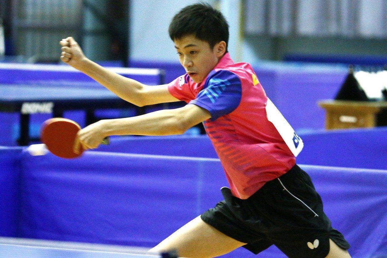 中華隊男團四強戰大陸,小將林昀儒擔任第三點打敗大陸王楚欽,拿下全隊唯一的一點,免...