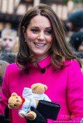 凱特王妃放下身段「搖下去」 這件大衣一穿再穿仍像新的!