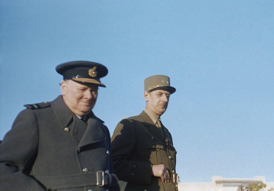 戴高樂(右)與邱吉爾(左)。在冷戰高峰與共產中國建交,對戴高樂而言是在美蘇之外尋...