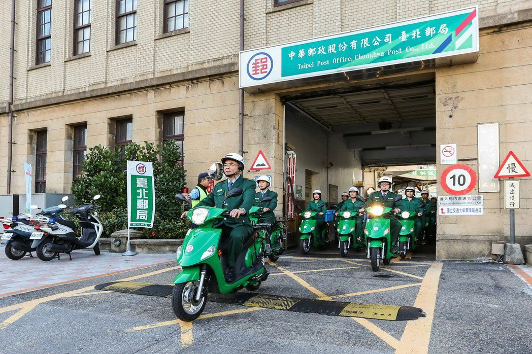 中華郵政表示,1627輛電動車中將配送至台北市、新北市、桃園市、高雄市、宜蘭縣及...