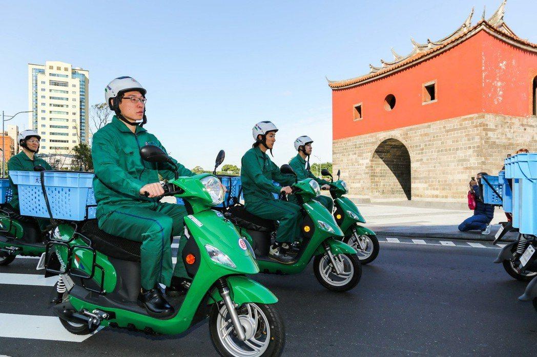 配合政府政策以及達到節能減碳的目標,中華郵政率先租用或採購電動機車。 圖/中華汽...