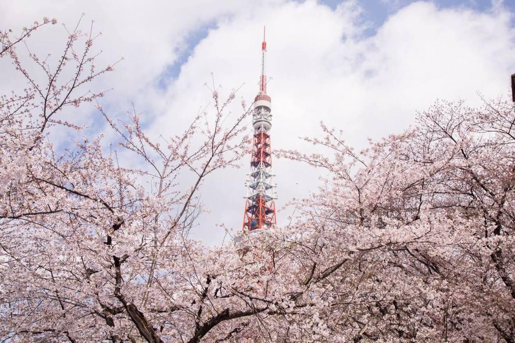 東京鐵塔象徵日本技術與文明的成功,代表一個城市從破敗走向復興,同時也是愛情、親情...
