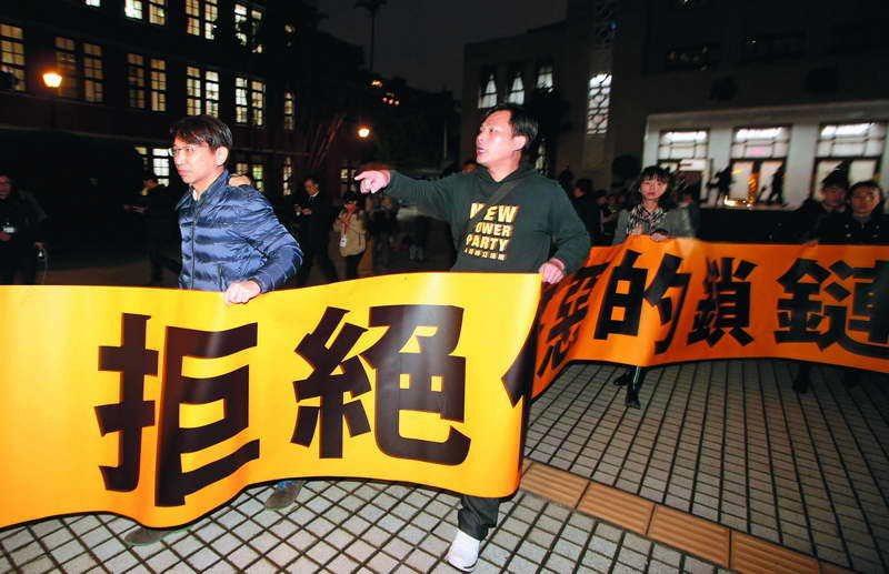 時代力量在《勞基法》二修中竭力表達反對立場。 攝影/郭晉瑋