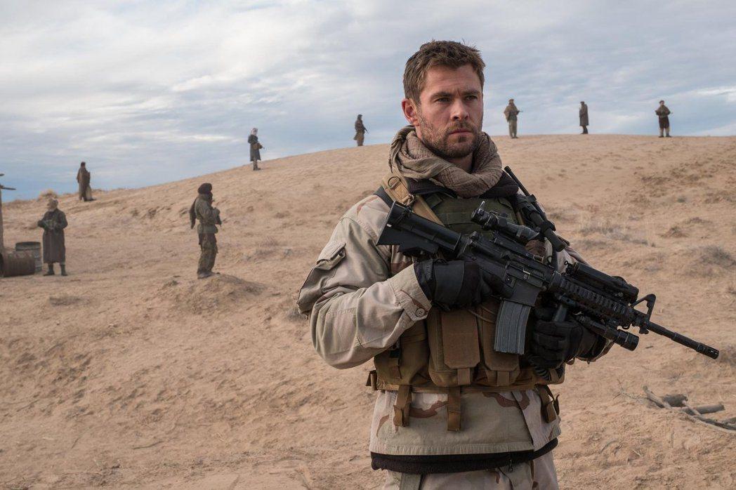 「雷神」克里斯漢斯沃在「12猛漢」當中飾演特勤隊的上尉指揮官。圖/Catchpl...