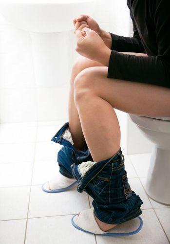 研究顯示,女性若是長久以來用力解尿,膀胱會失去彈性,也可能因為腹部加壓,導致骨盆...