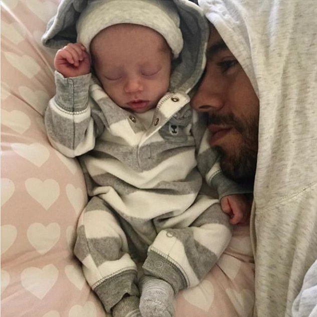 安立奎首度發布和小寶寶的合照,正式宣告當爸爸。圖/摘自Instagram