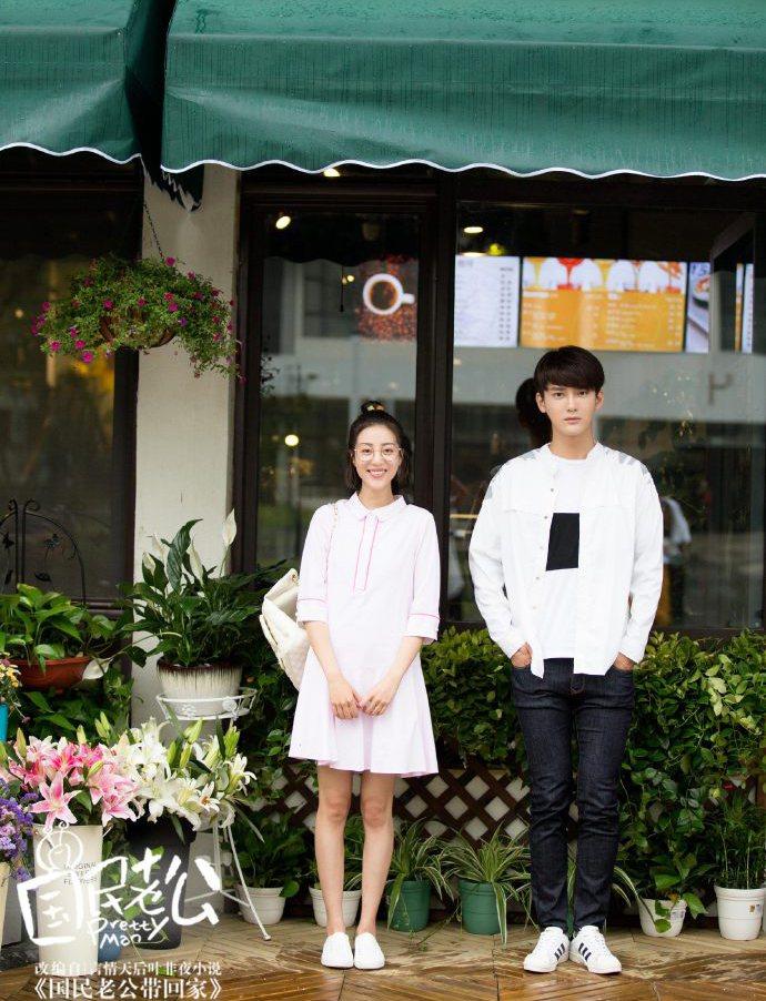 熊梓淇(右)與李溪芮合作「國民老公」。圖/CHOCO TV提供