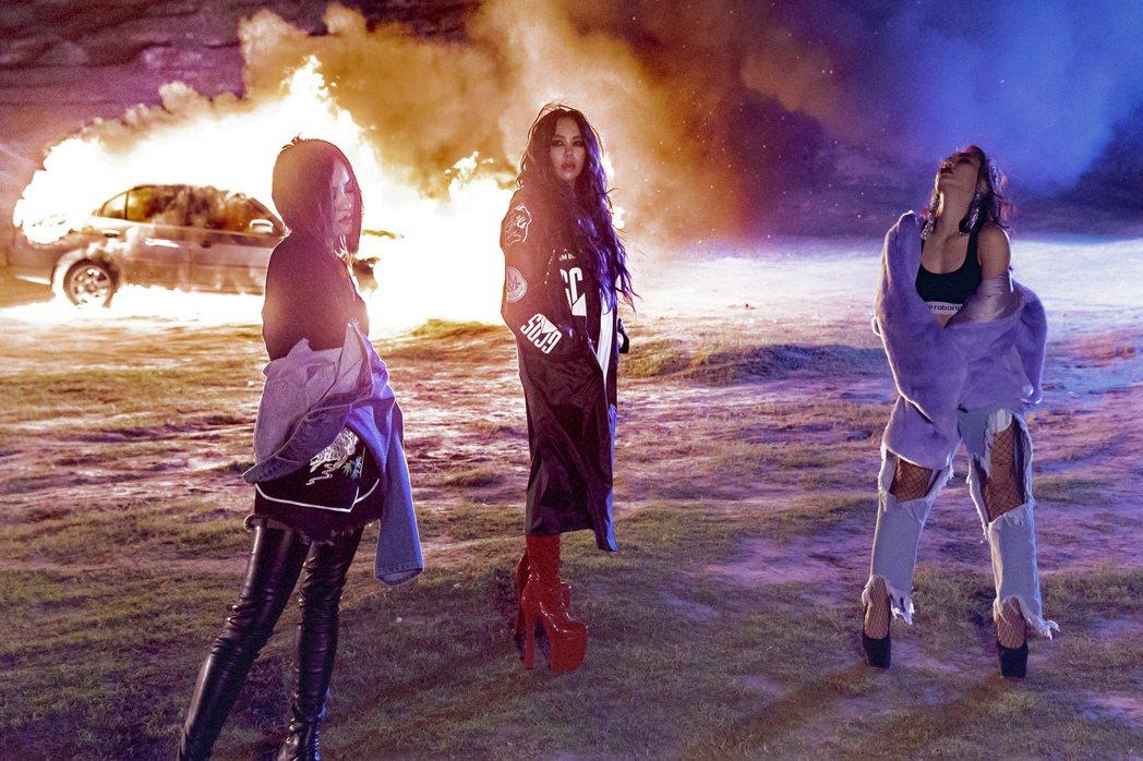 張惠妹新歌「傲嬌」和艾怡良、徐佳瑩合唱,3人拍MV趣事多。圖/EMI提供