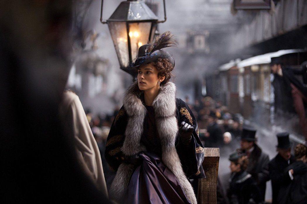 綺拉奈特莉的「古典美人」形象深植人心。圖/摘自imdb