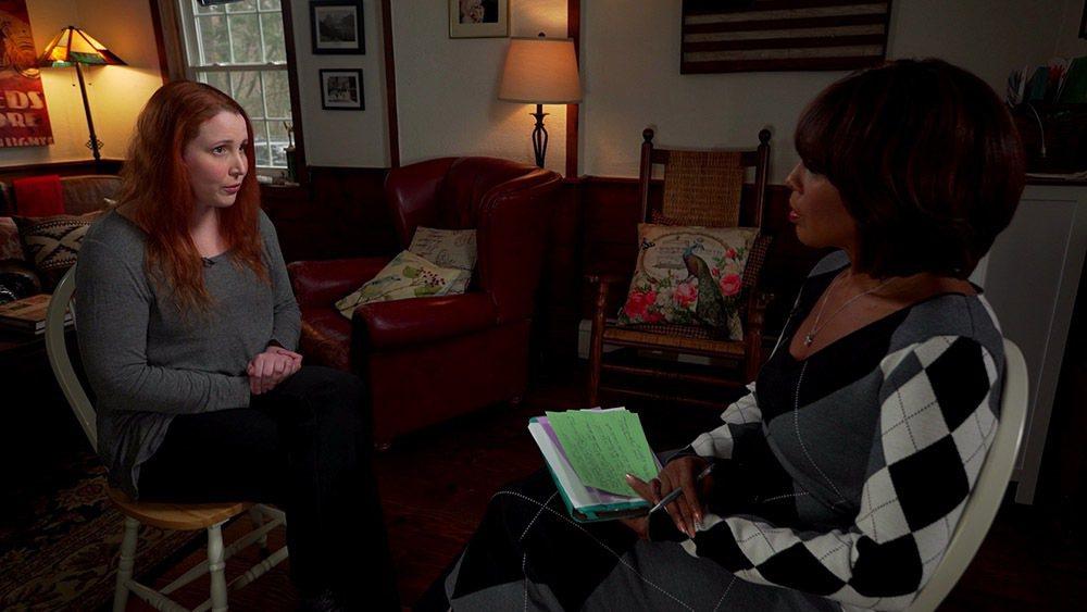 蒂倫法蘿接受訪問,談被養父伍迪艾倫侵犯的往事。圖/摘自CBS