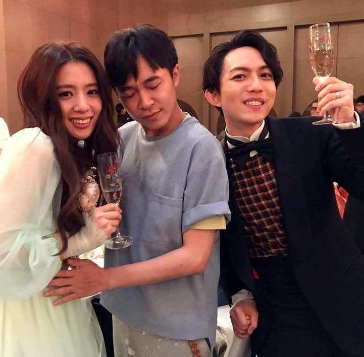 青峰在演藝圈有「送子哥」稱號。圖/摘自青峰臉書(  ※ 提醒您:禁止酒駕 飲酒過
