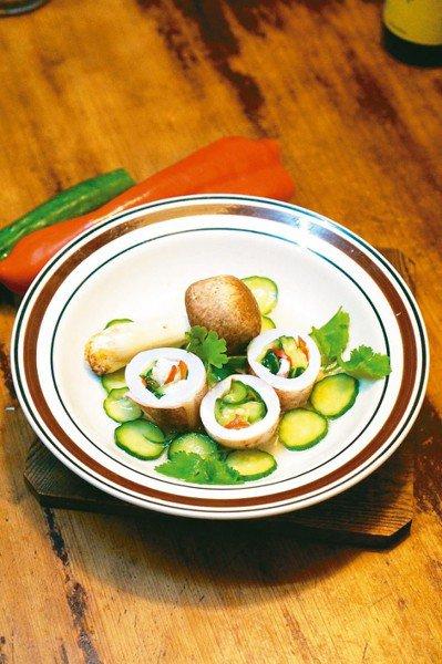 鎖管黃瓜是作法簡易、吃來美味的涼菜,也是宴客時的省事料理。圖/毛奇