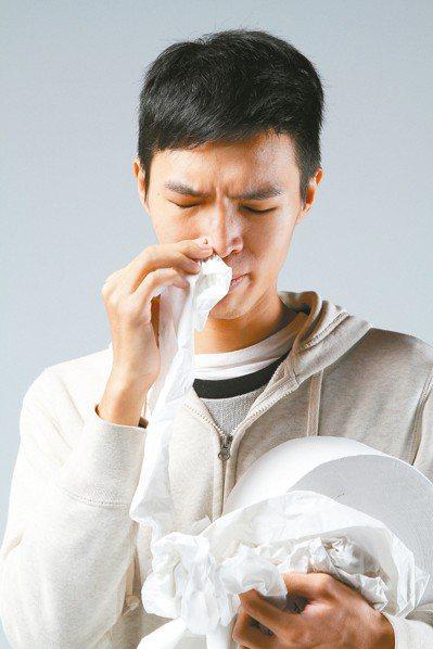 生病打噴嚏或咳嗽,務必要以紙巾或衣袖擋住飛沫。 圖/聯合報系資料照片
