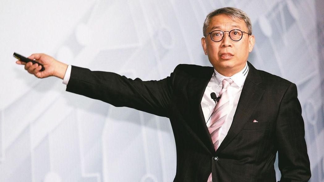 2008年,萬寶投顧副董事長朱成志,因「笨總統」文章惹禍停職一個月,金管會表示是...