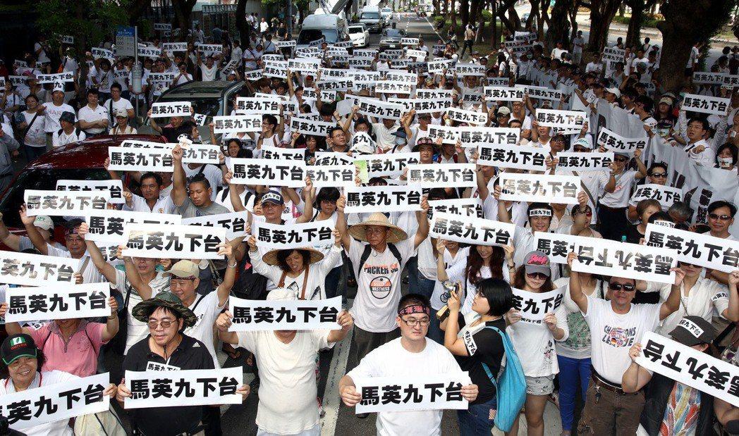 2013年7月,「洪仲丘事件」引發20萬人「白衫軍」上街頭。 圖/聯合報系資料照...