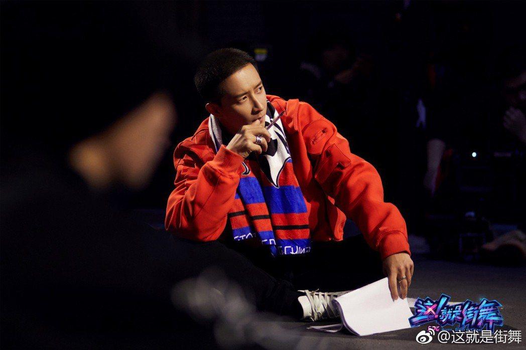韓庚在「這就是街舞」擔任中隊長。圖/擷自微博