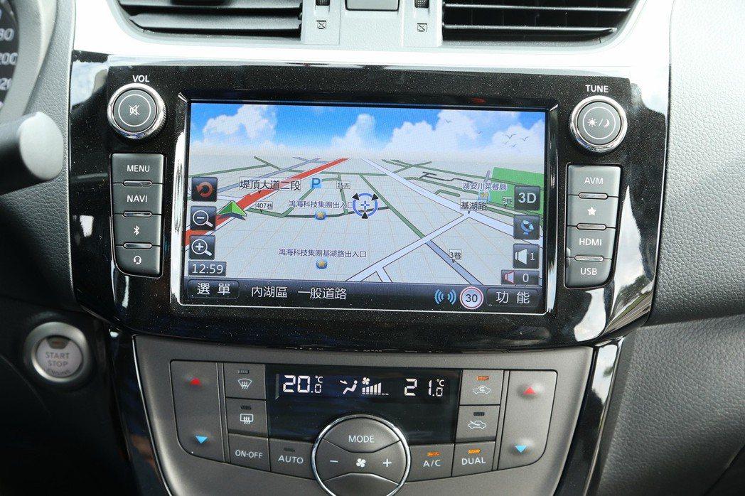 Nissan Sentra配備衛星導航功能。 記者陳立凱/攝影