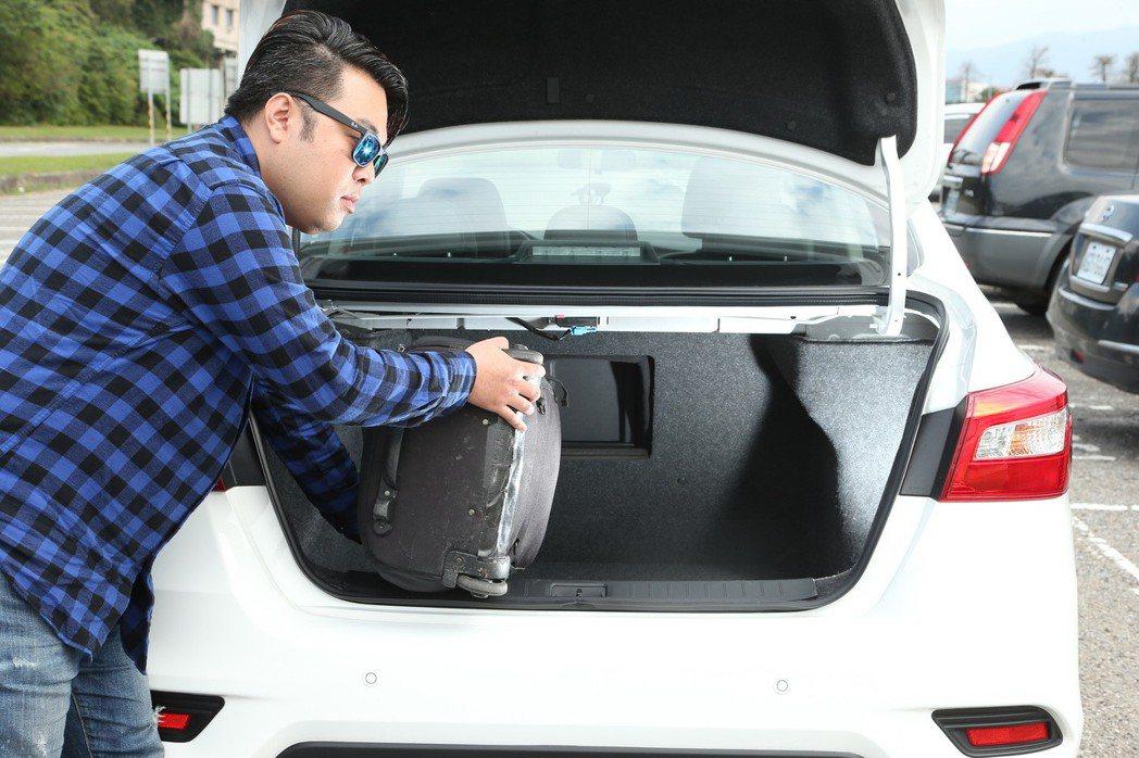 全新Sentra提供1.8L同級車最大的510公升後行李廂空間。 記者陳立凱/攝影