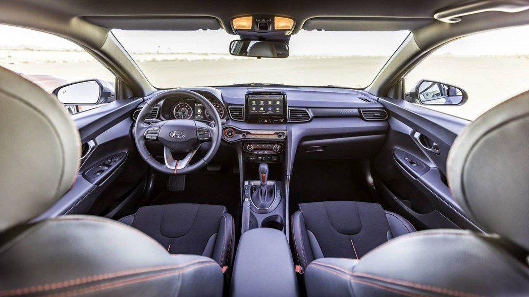 全新Hyundai Veloster車室。 摘自Hyundai