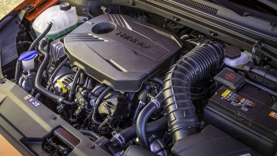 進階版Veloster Turbo,則是搭載1.6升四缸渦輪增壓引擎,搭配六速手排變速箱或七速雙離合器,最大馬力可達201匹/27公斤米。 摘自Hyundai