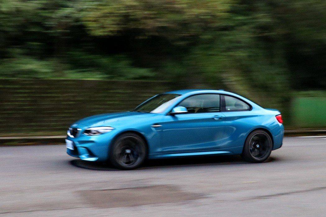BMW M2整體循跡性及四個輪子的貼地性及抓地力都讓人滿意。 記者陳威任/攝影
